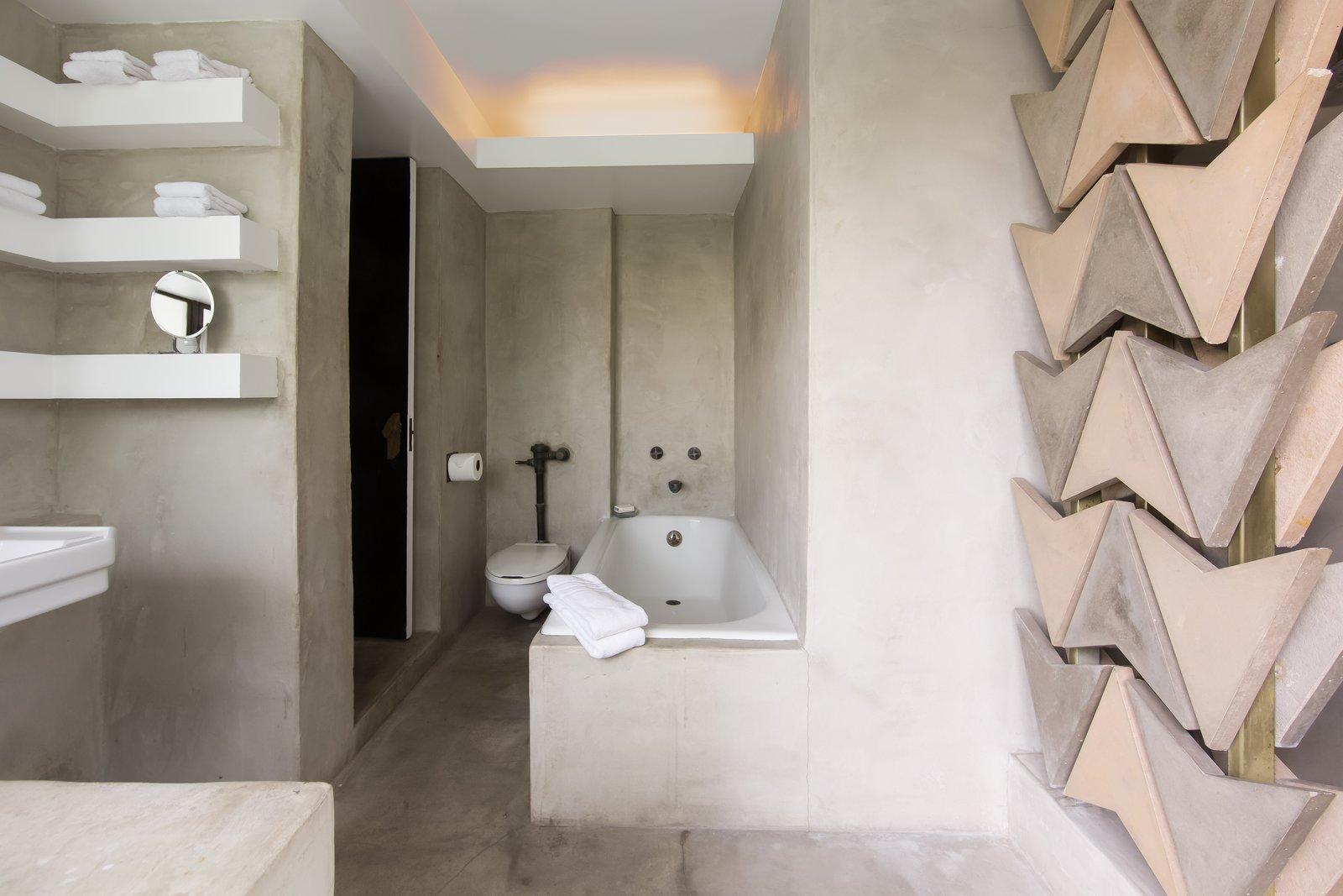 Samuel-Novarro House bathroom
