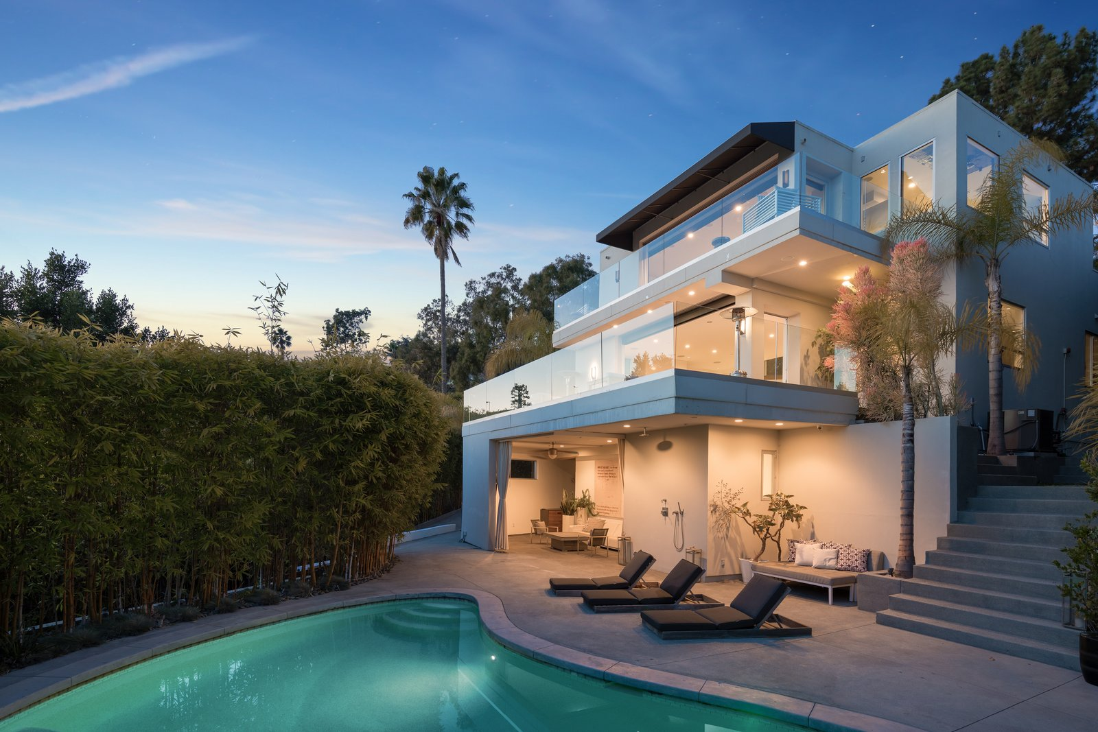 Harry Styles Lists His Luxe Los Angeles Villa For 6 9m Dwell