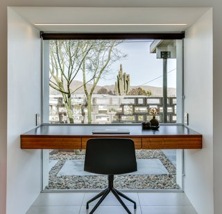 A built-in writing desk overlooks serene desert views.
