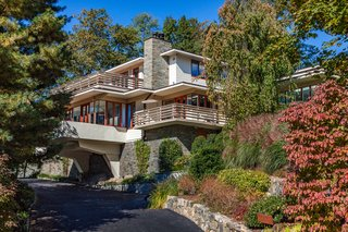 An Updated Usonian Home Designed by a Frank Lloyd Wright Apprentice Lists For Under $5M