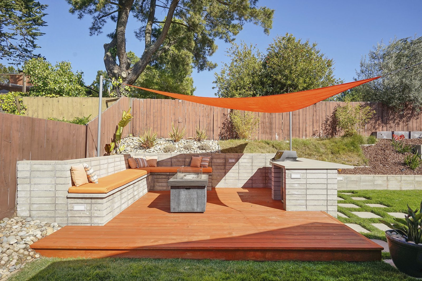 A Bay Area Eichler With Backyard Casita Lists For 1 2m
