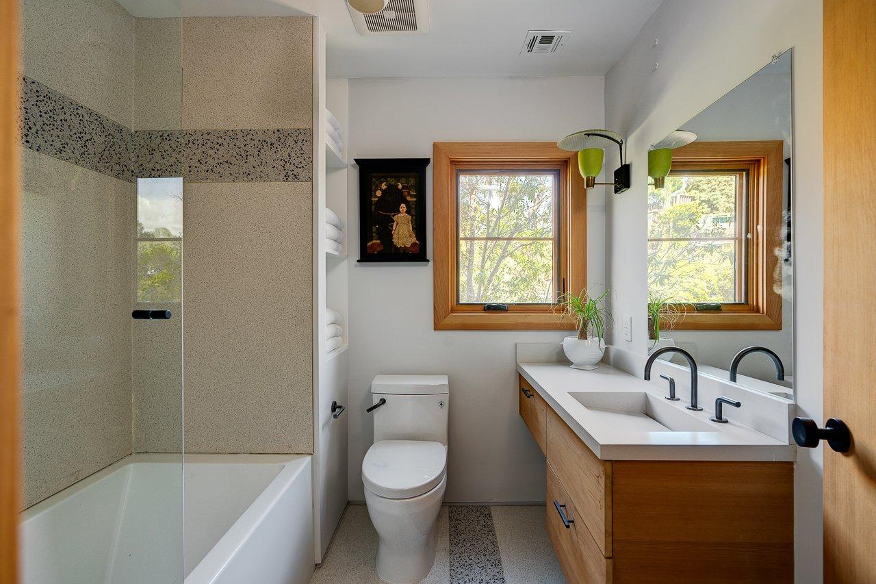 2800 Belden Drive bathroom