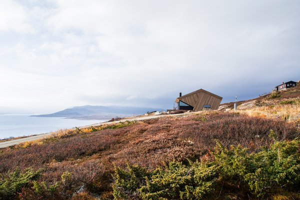 The cabin is positioned to take full advantage of the region's spectacular views.