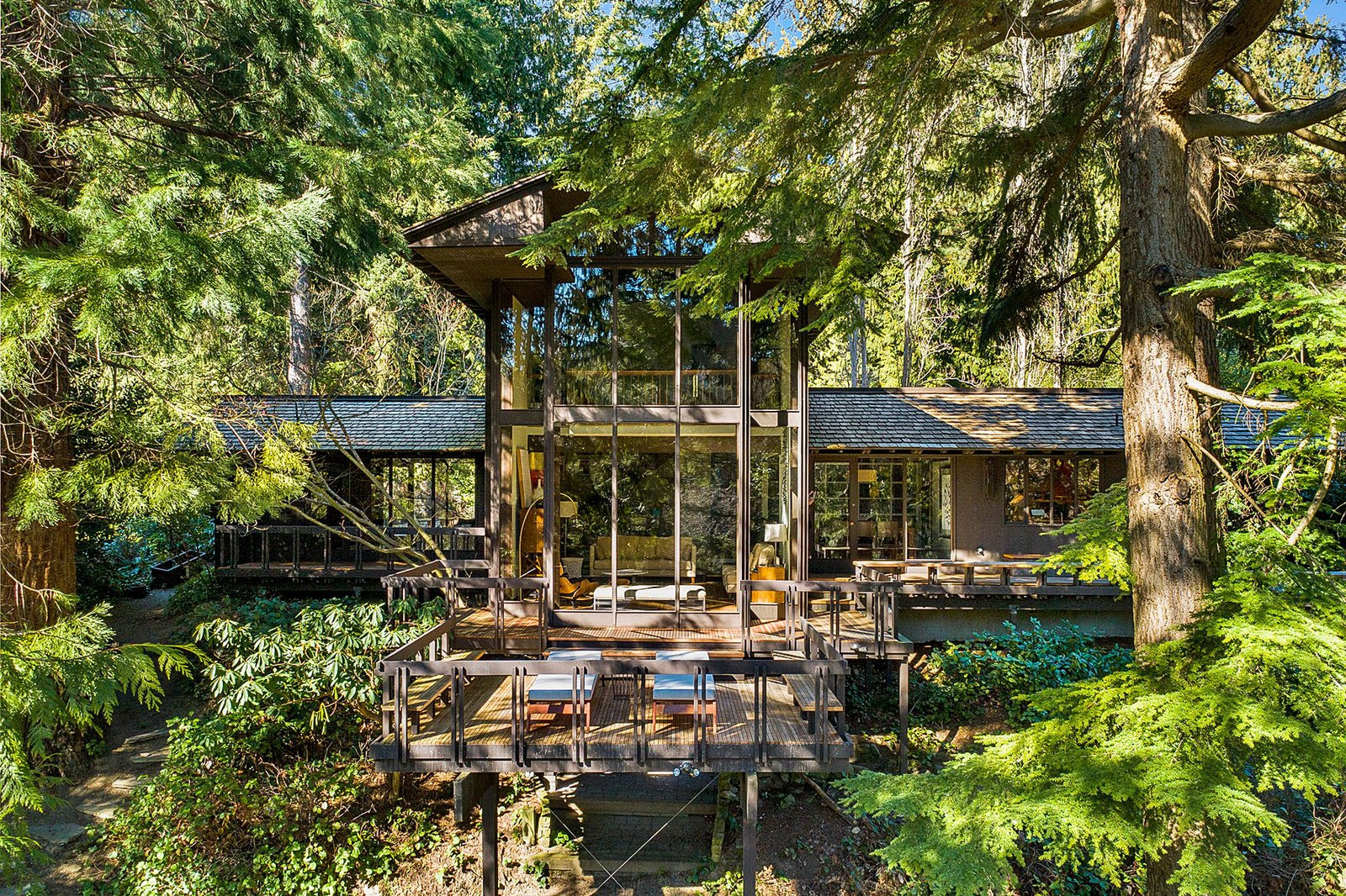 A Midcentury Home Nestled in a Pacific Northwest Forest Asks $1.5M