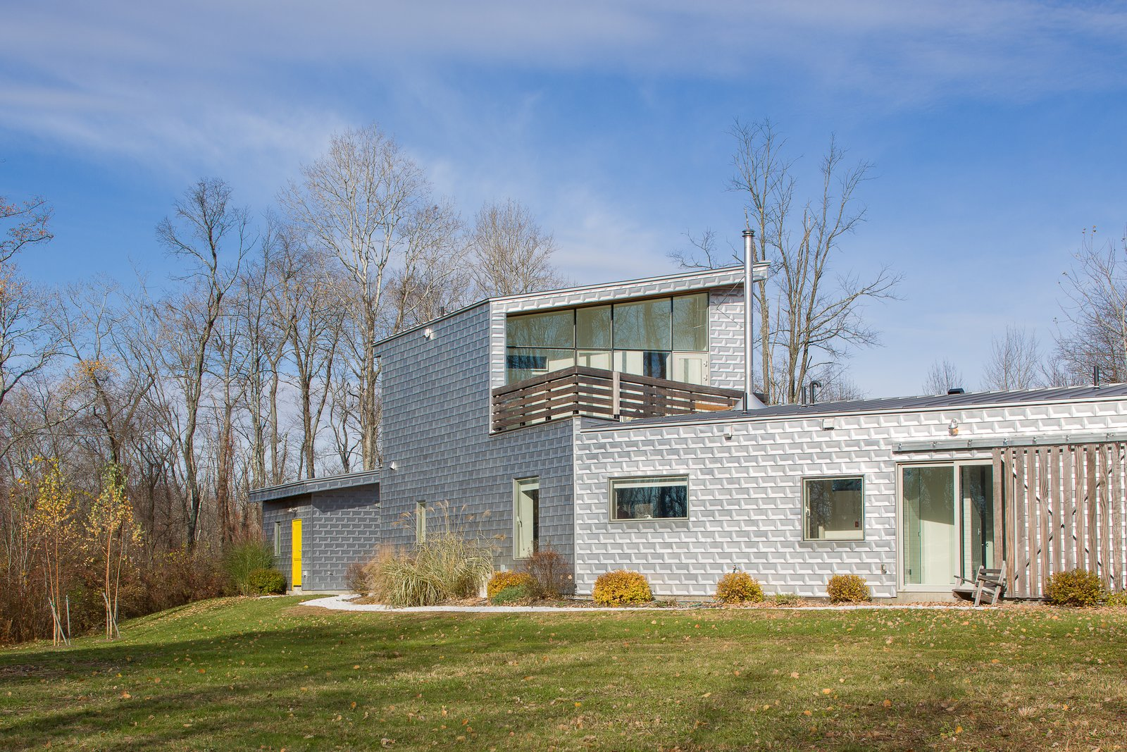 A Shiny, Postmodern Farmhouse in the Hudson Valley Lists For $1.4M