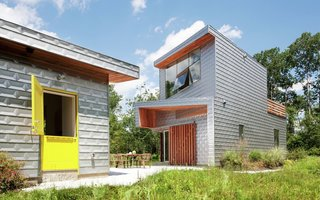 The listing includes a separate guest cottage with a bright yellow door.