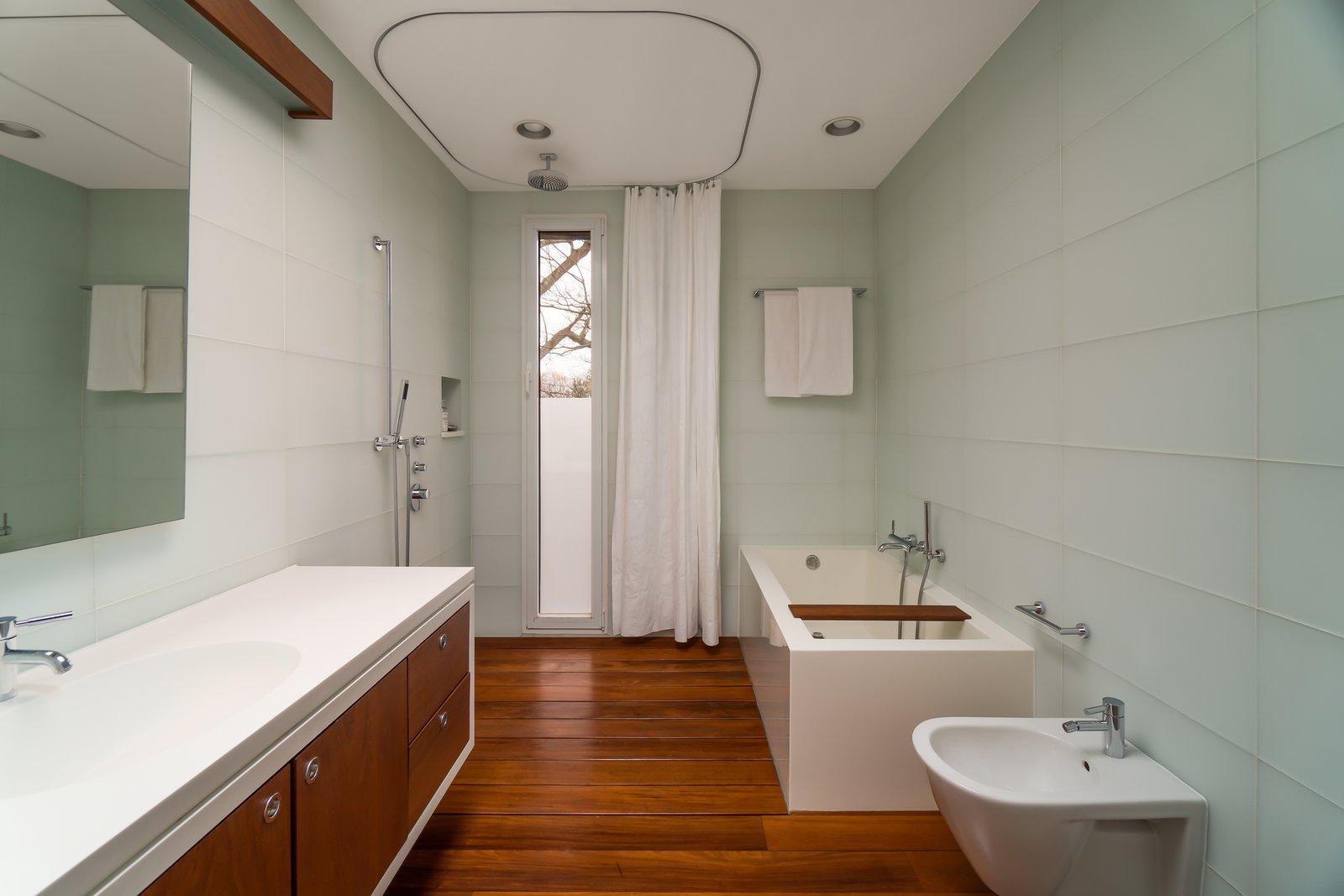 Ezra Stoller Home master bathroom