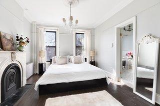 The master bedroom also has a full, en-suite bath.