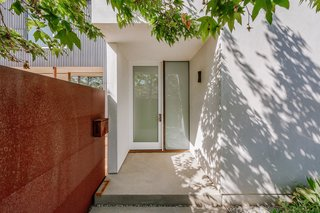 The home explores the dark/light contrast found in traditional Japanese architecture and plays with shadow and light.