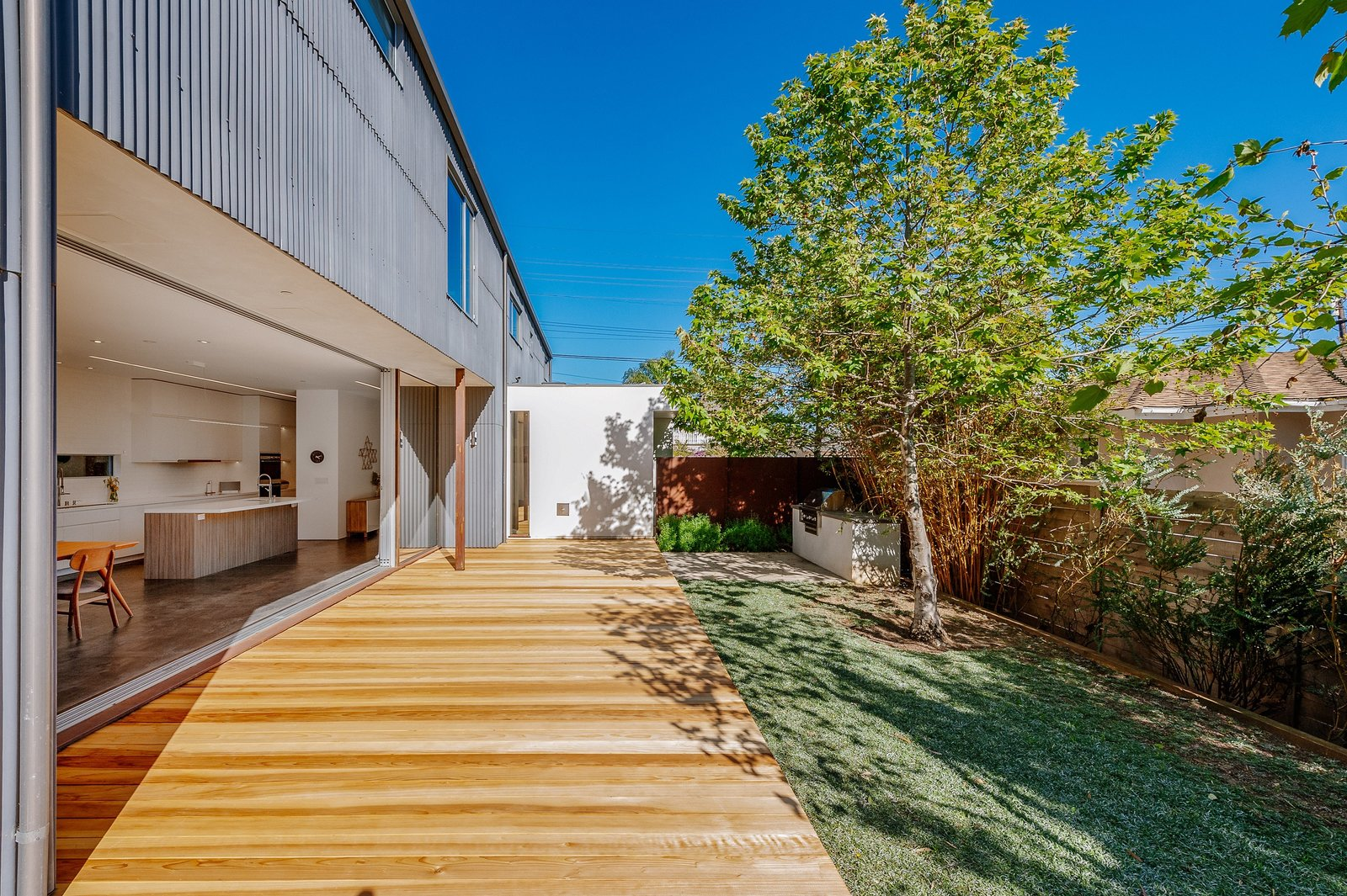 Monokuro House backyard