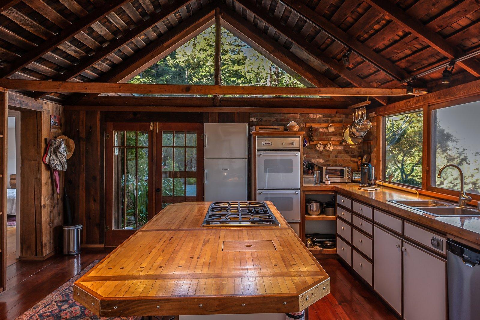 Big Sur Gold Mine House kitchen