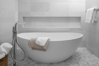 There is also a separate soaking tub.