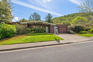 An Eichler Full of Original Details and Midcentury Charm Lists For $1.2M