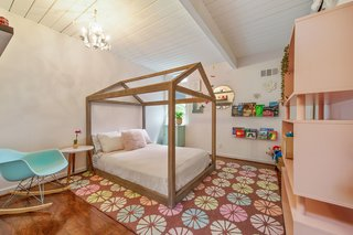 The second bedroom is pretty spacious for an Eichler.