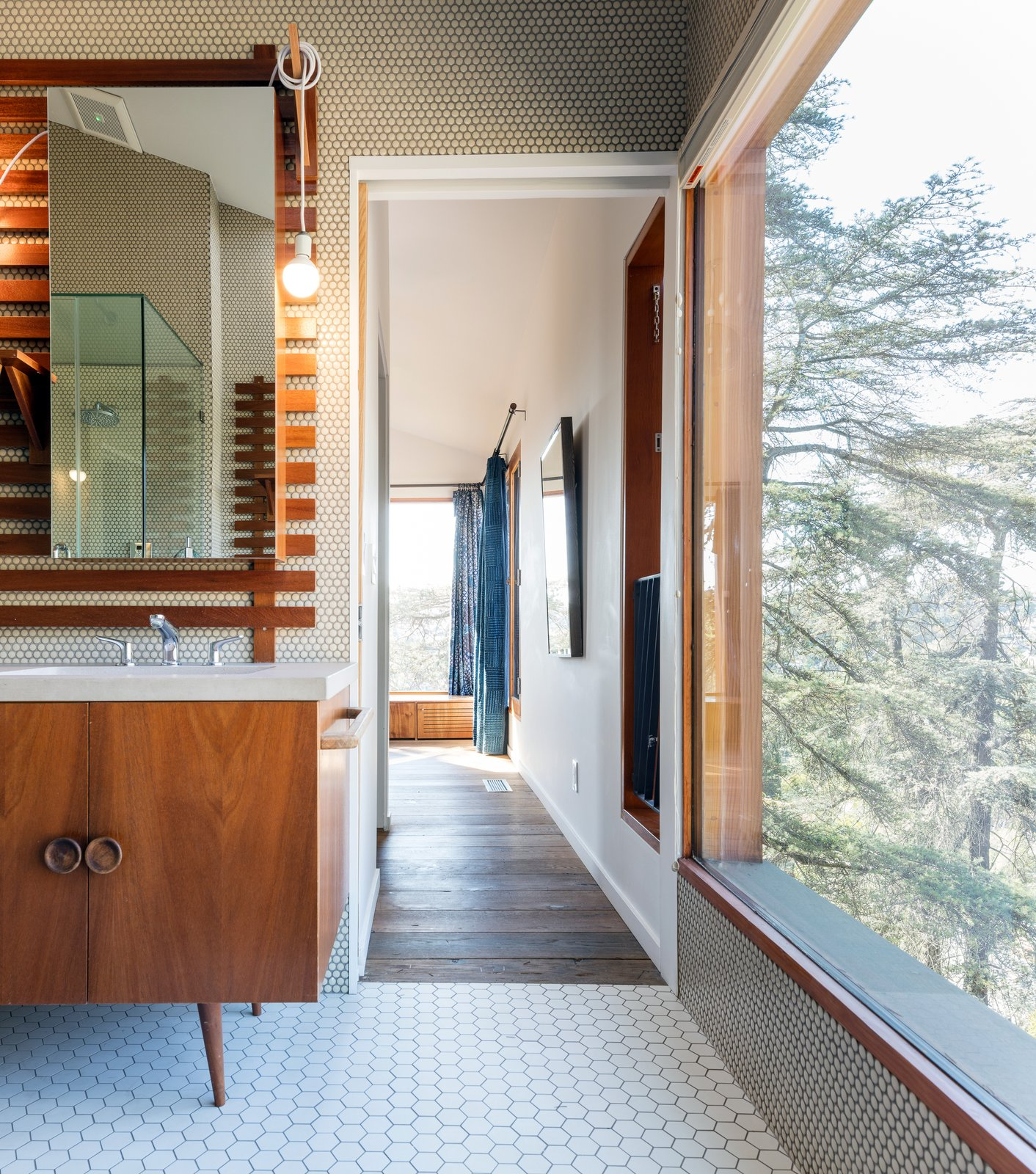 House in Trees Anonymous Architects bathroom