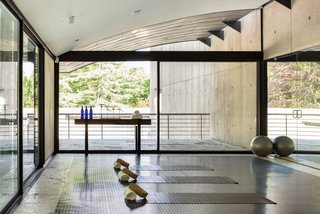 There is even an exercise studio that would make any minimalist happy.