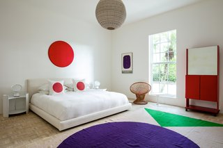Circles are found throughout the decor and figure prominently in the second bedroom.