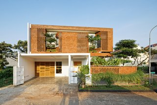 Bricks and Breezes Keep This Tropical Indonesian Home Cool