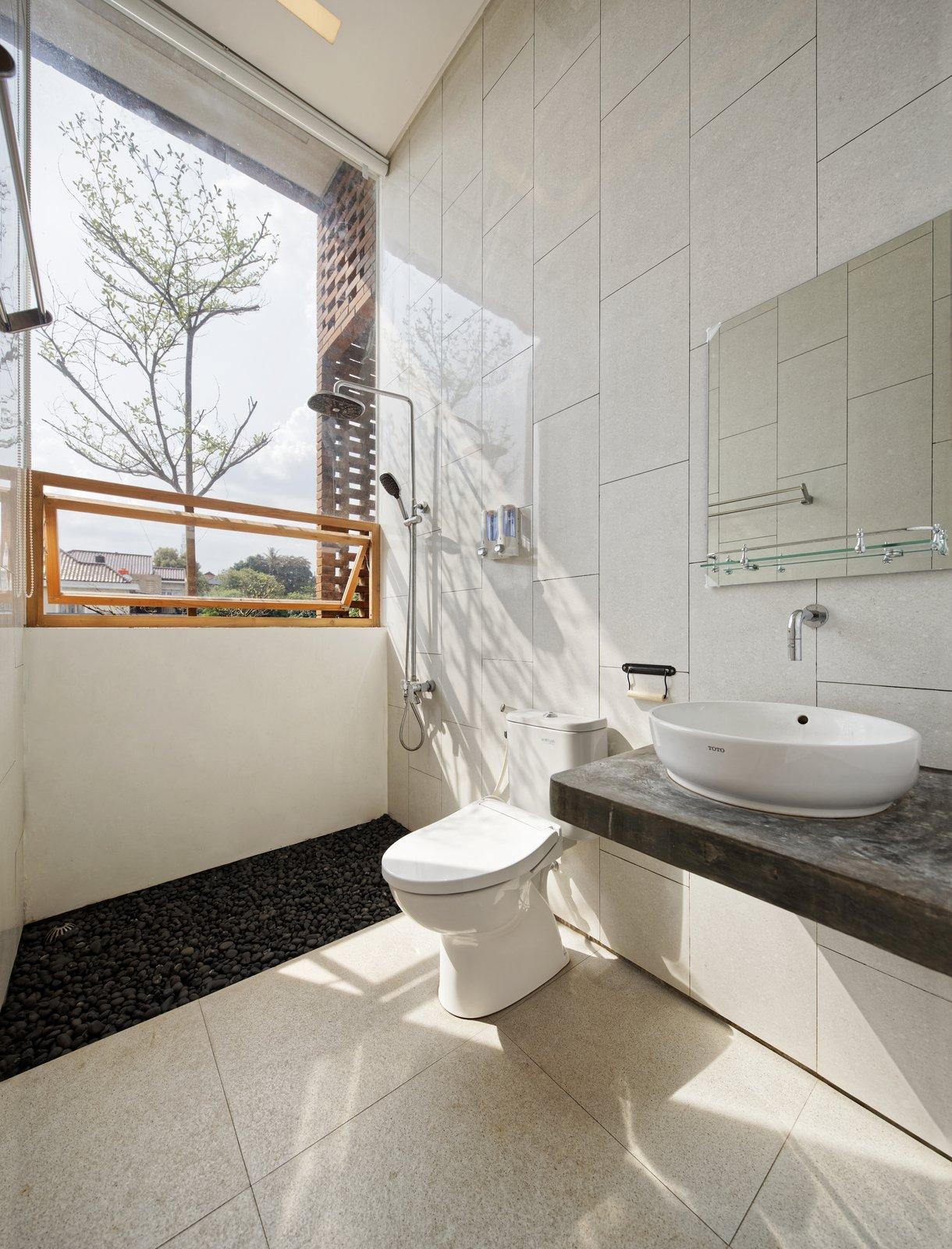 Flick House Delution Indonesia Green Architecture Bathroom