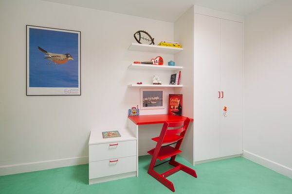 A built-in wardrobe and a built-in desk were set in the corner with shelves and a small cabinet, which proved to be a sensible solution for the small second bedroom.
