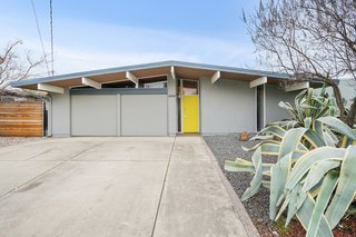 A Radiant Bay Area Eichler With a Bright Yellow Door Asks $875K