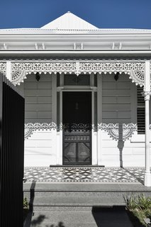 The firm strove to recreate the home as authentically as possible, which meant adding back the wrought-iron, decorative filigree that is so typical of Australian Victorian cottages.