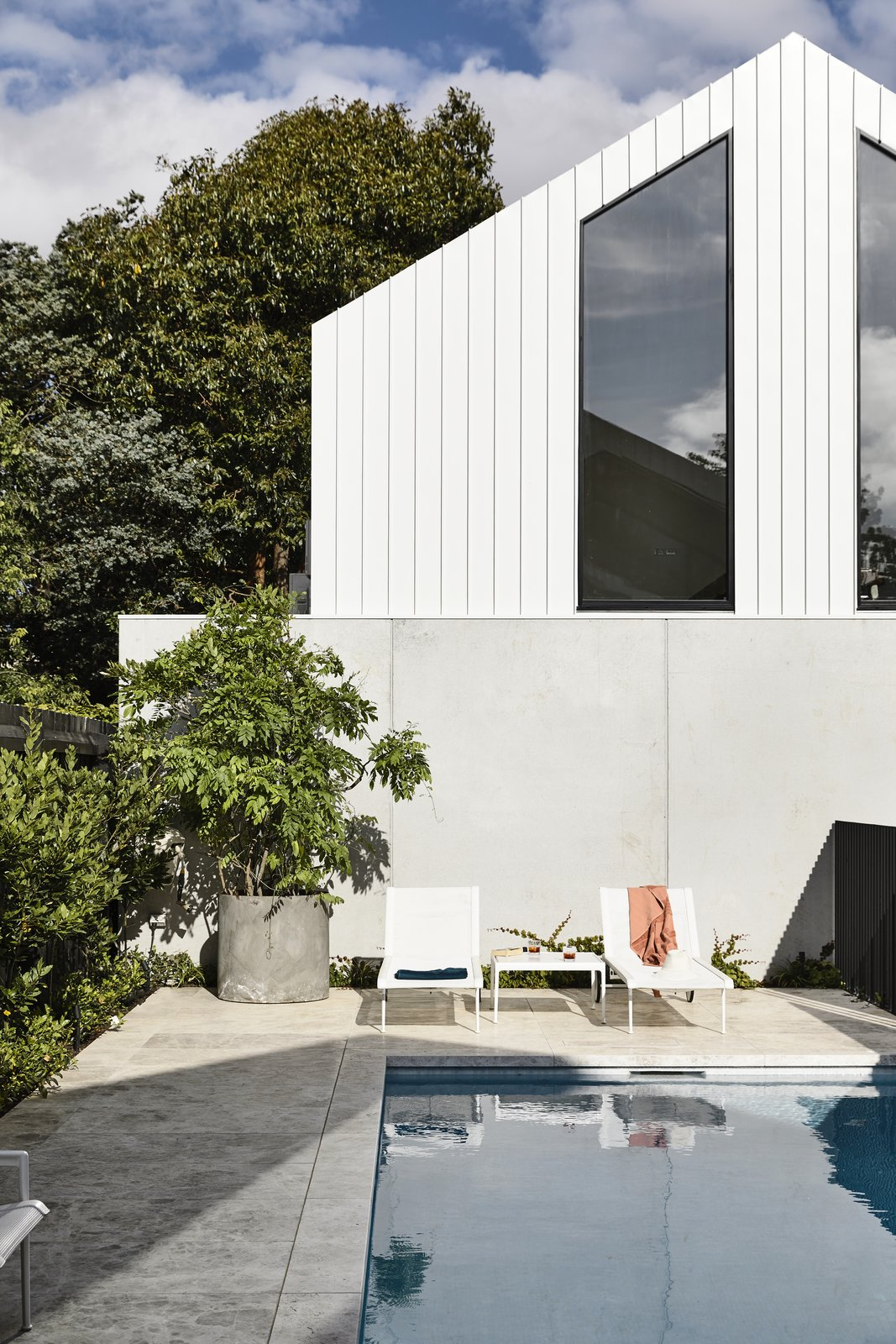 Scandizzo House, Kennon+ pool area lounge chairs
