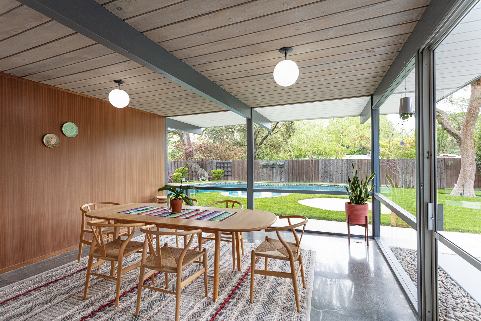 Walnut Creek Super Eichler dining room
