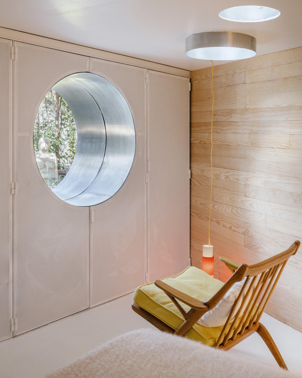 Closet and oculus window of La Madriguera by delavegacanolasso