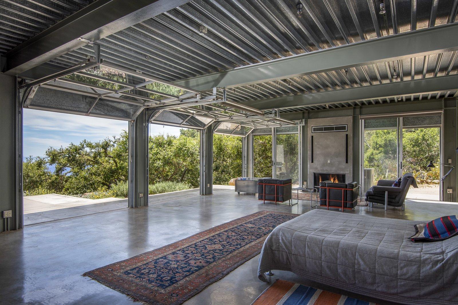 Barton Myers 949 Toro Canyon guest house bedroom