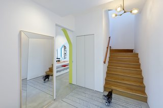 楼梯导致夫妻双方的私人空间。