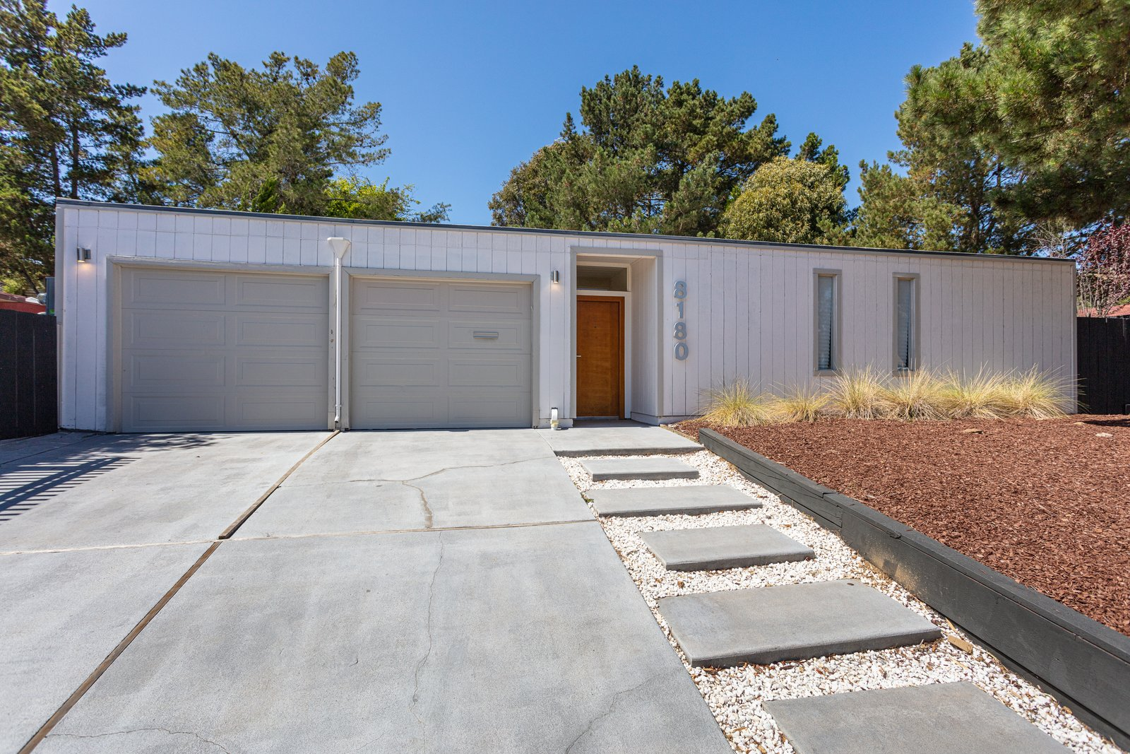 A Sunny, Updated Eichler in Oakland Just Listed for $1.3M