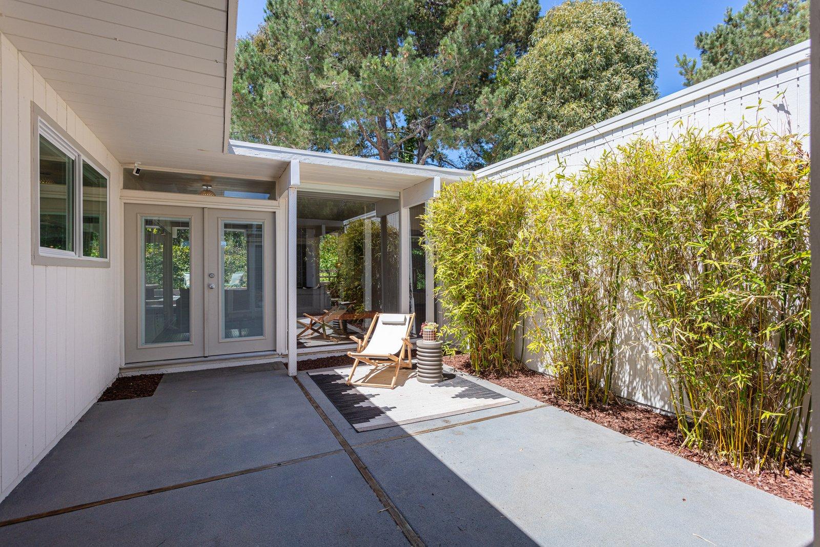 Sequoyah Hills Eichler home courtyard