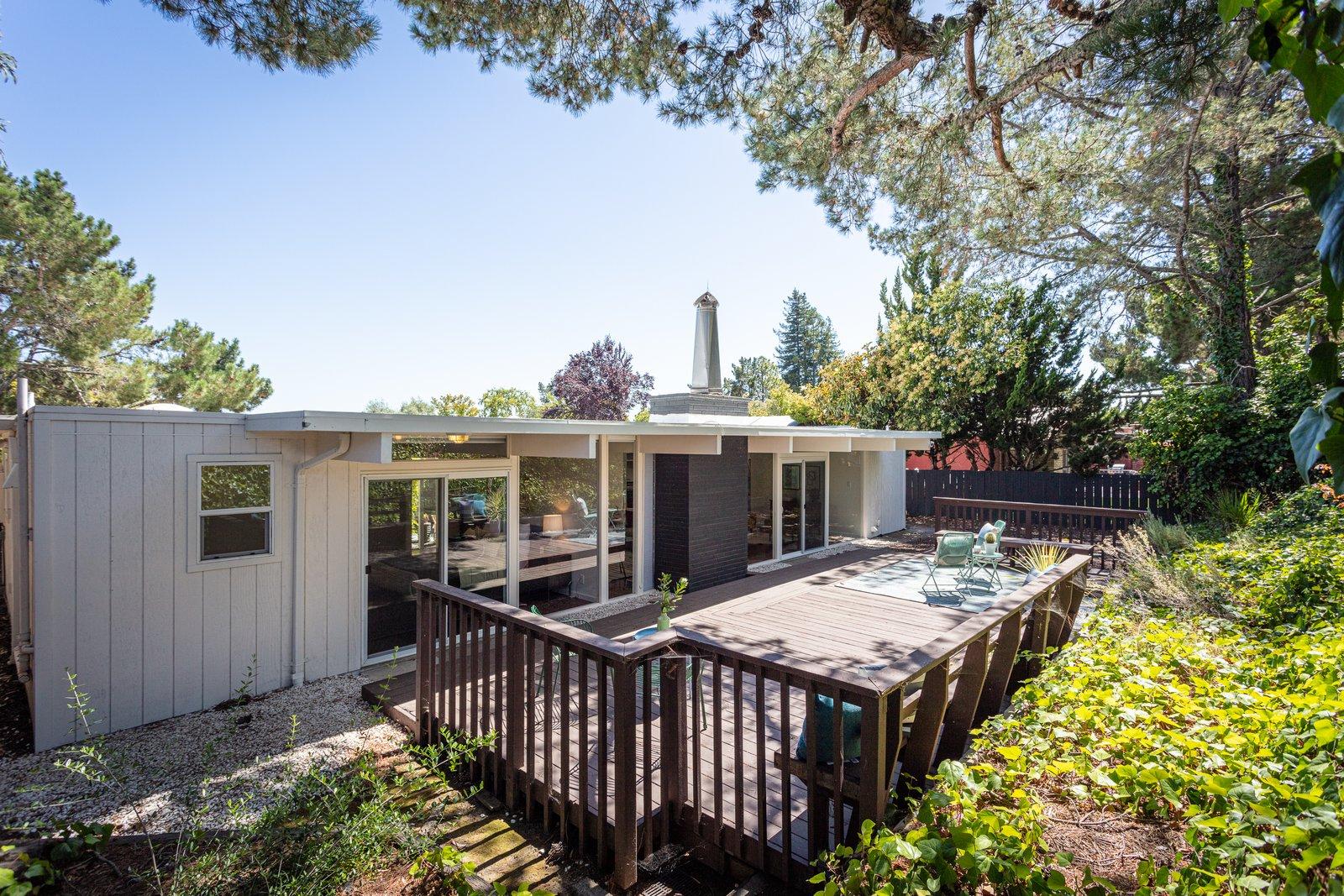 Sequoyah Hills Eichler home backyard