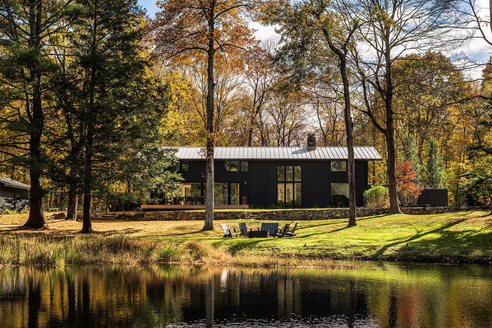 VonDalwig Architecture connects the dots to give a 1967 home in Bedford, New York, a new lease on life.