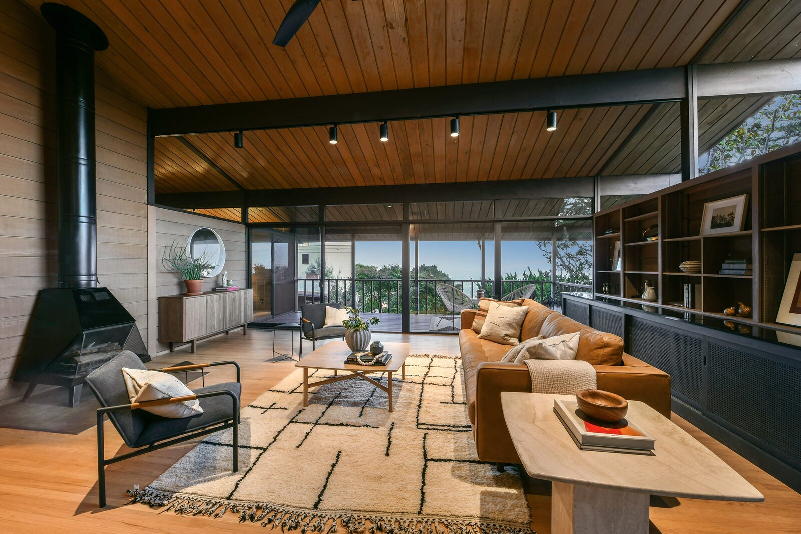 Living area in the Hargrove Residence by Roger Lee