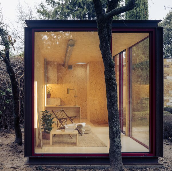 The interiors are lined with OSB Poplar wood, and insulated with 12cm of recycled cotton.