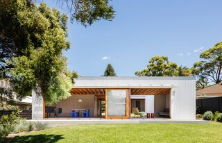 This Energy-Efficient Prefab Is One Family's Weekend Retreat by the Beach