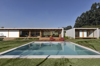This Energy-Efficient Prefab in Brazil Can Be Easily Expanded for More Space