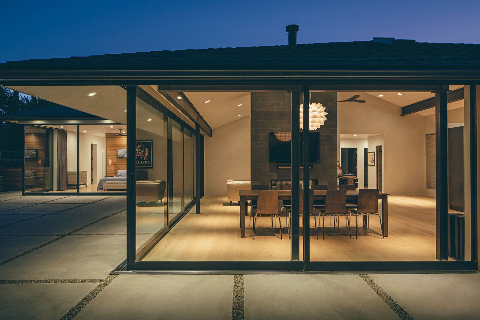 When closed, the room's multi-slide doors meet at 90 degrees without a connecting post.  A Perfect Match