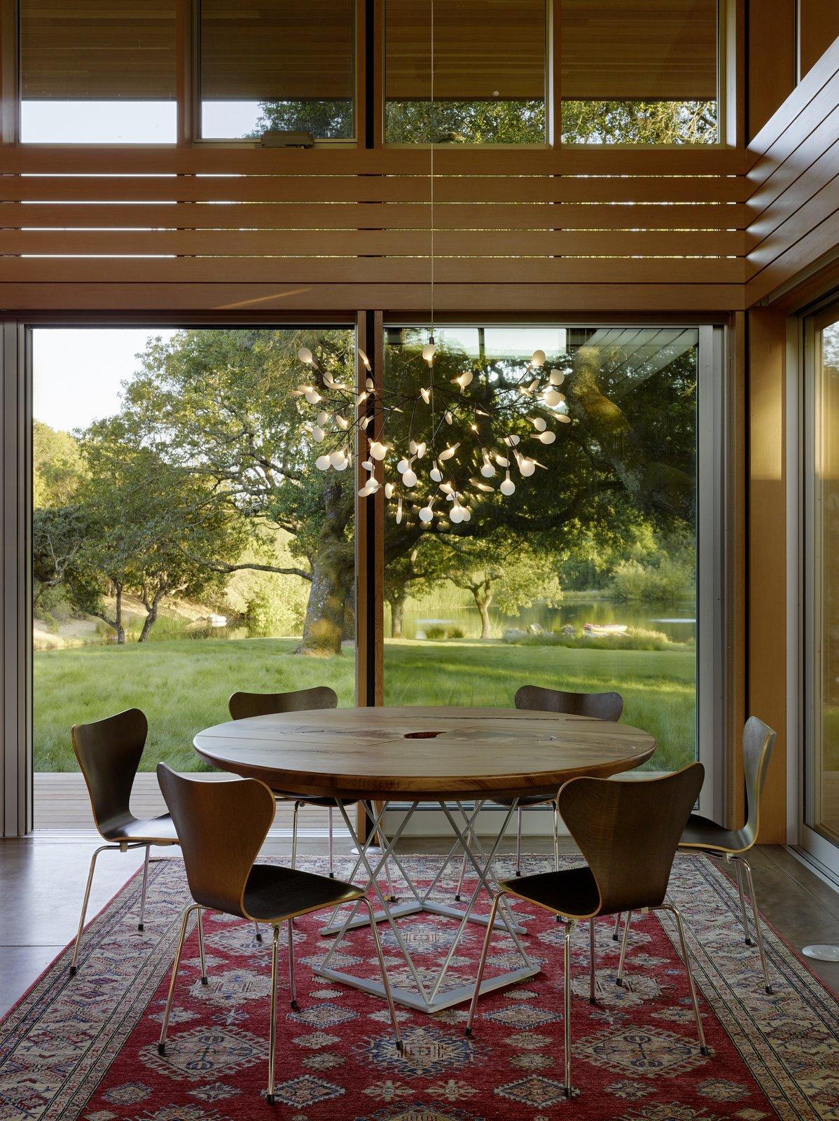 #TurnbullGriffinHaesloop #interior #diningroom #window  Sonoma Residence by Turnbull Griffin Haesloop Architects