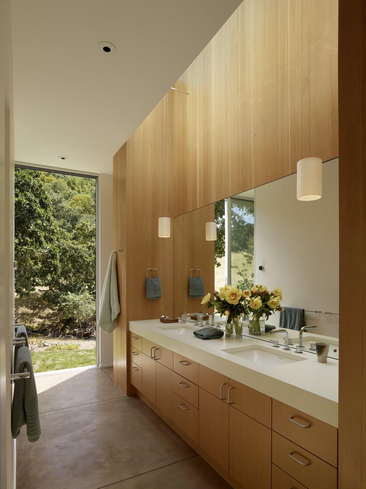 #TurnbullGriffinHaesloop #interior #bathroom #window  Sonoma Residence by Turnbull Griffin Haesloop Architects