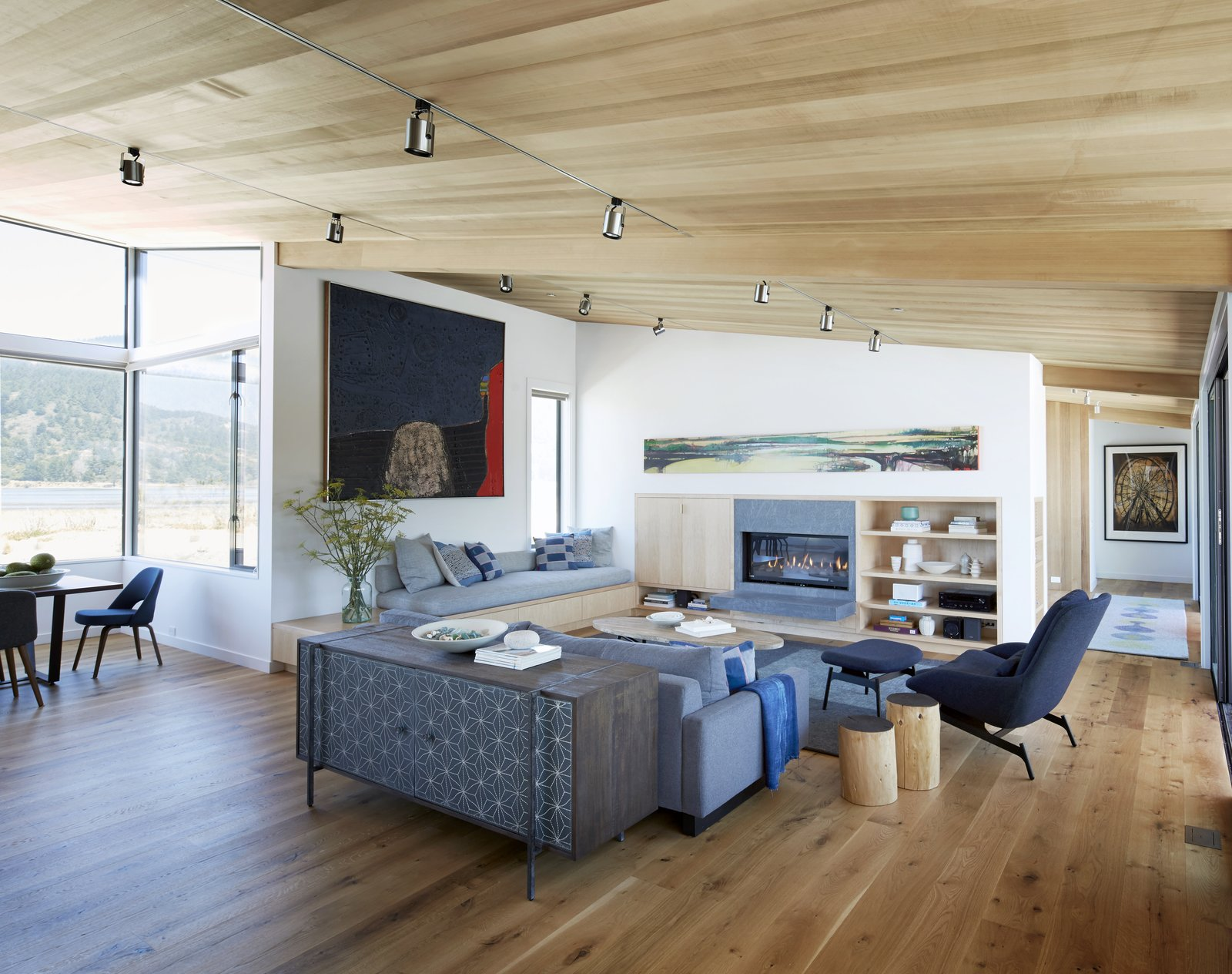 #TurnbullGriffinHaesloop #interior #livingroom #fireplace  Stinson Beach Lagoon Residence by Turnbull Griffin Haesloop Architects