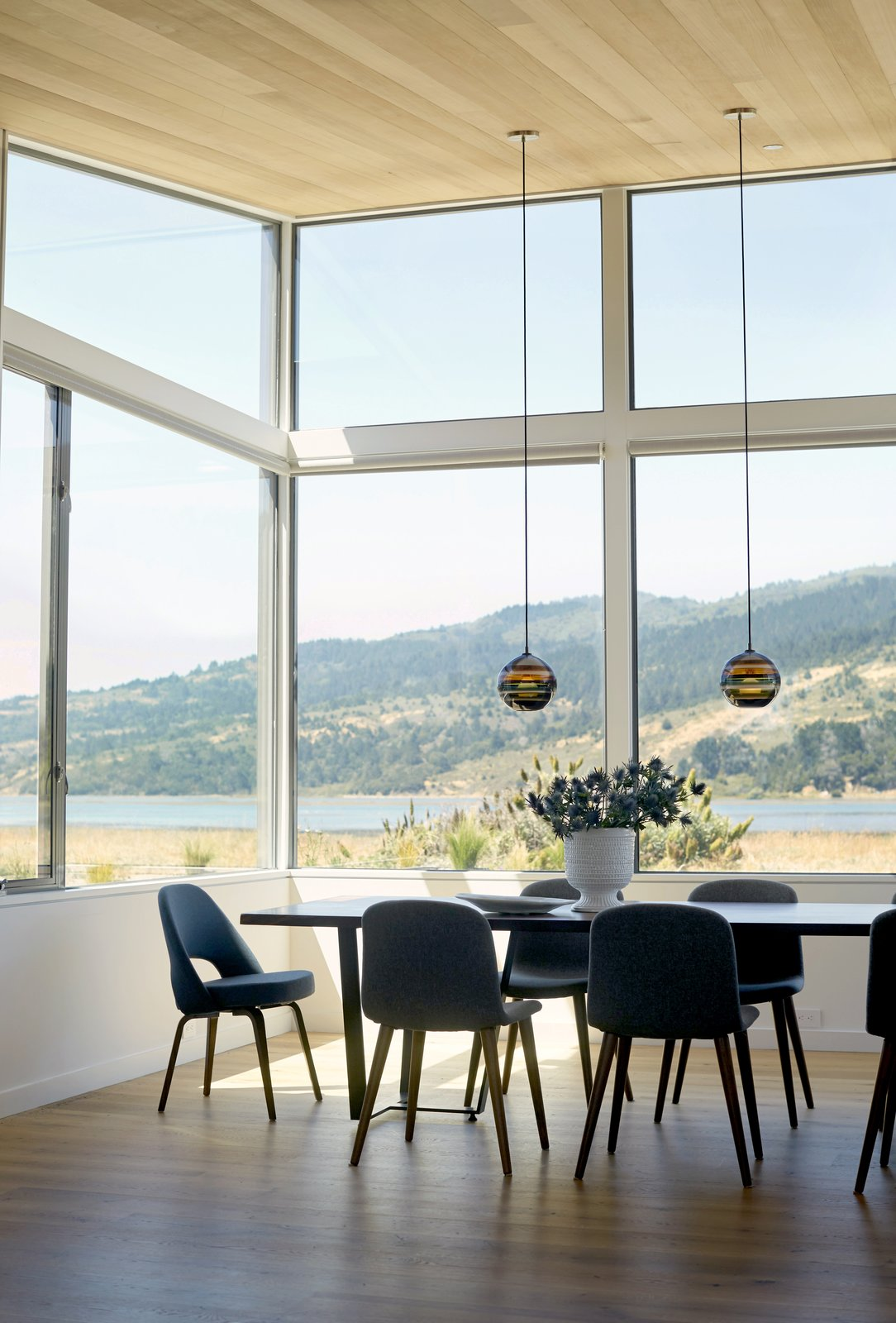 #TurnbullGriffinHaesloop #interior #diningroom #window   Stinson Beach Lagoon Residence by Turnbull Griffin Haesloop Architects