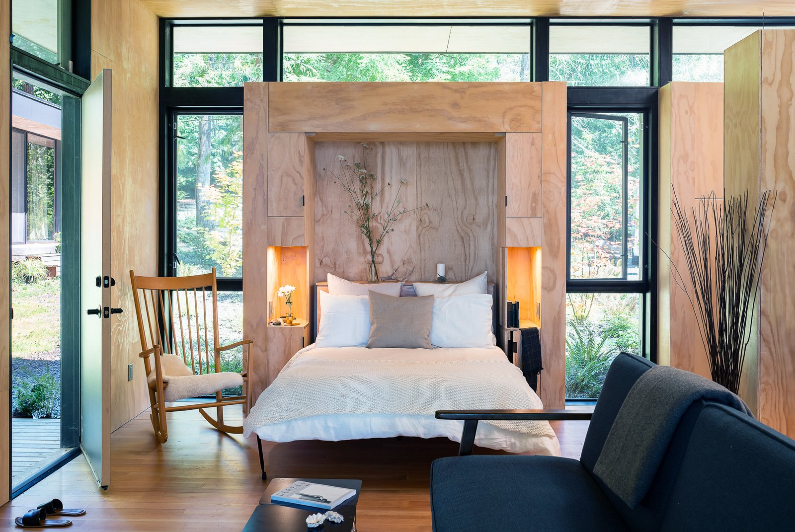 Bedroom Hood Cliff Retreat (Wittman Estes)  Hood Cliff Retreat by Wittman Estes