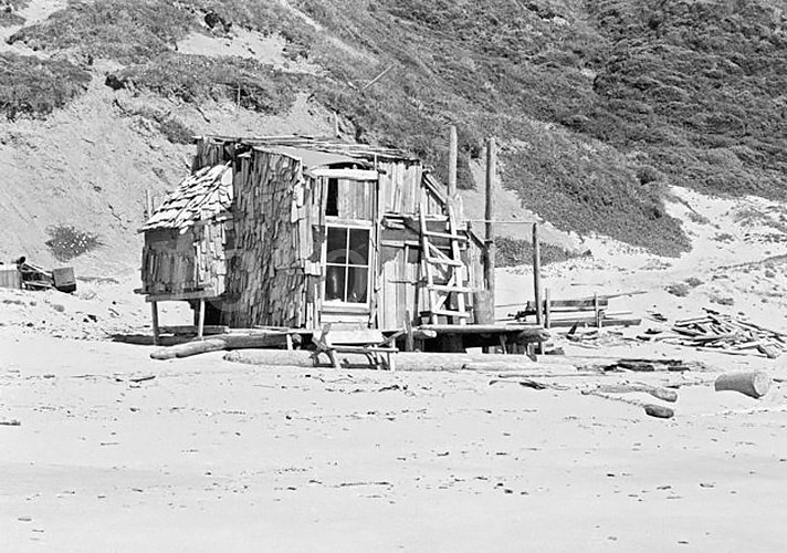 Driftwood shelter built by hippies and surfers on Agate Beach, Bolinas, California during summer 1971.  Photo by Walter Rawlings  Surf Shacks