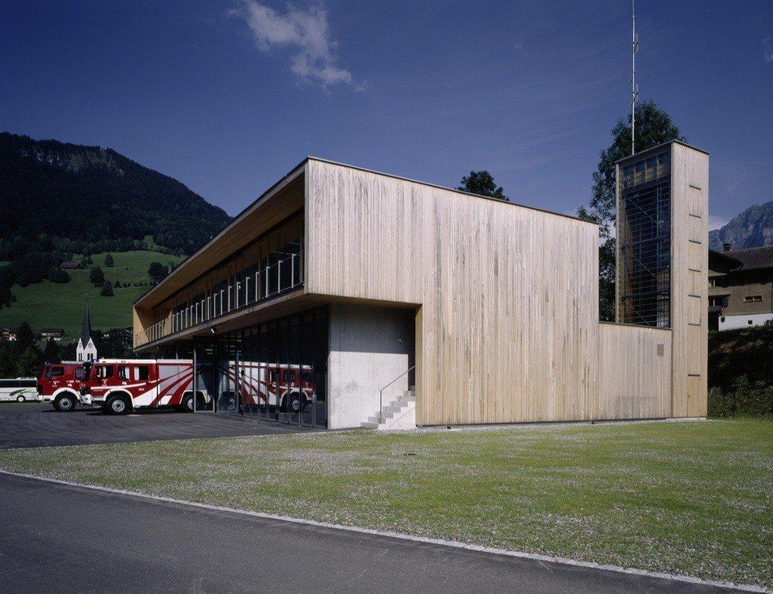 Dietrich | Untertrifaller Architekten  Firehouses