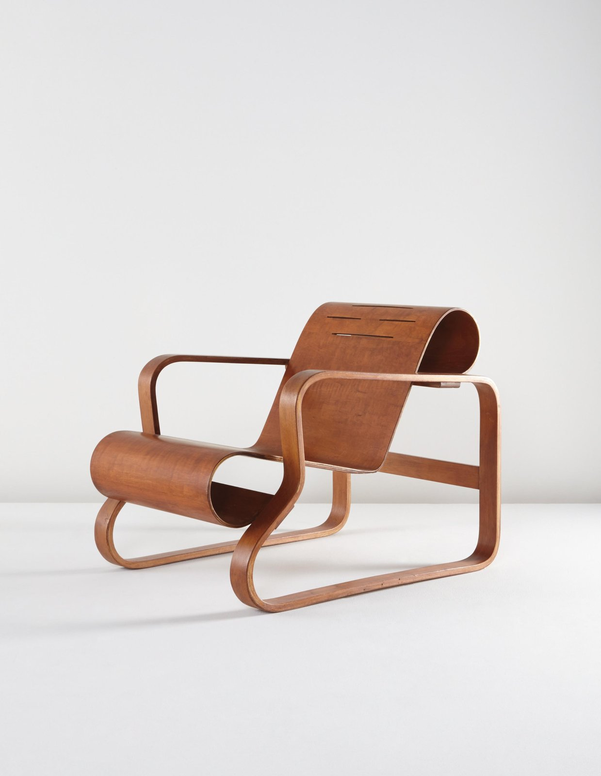 Alvar Aalto, early Paimio armchair, model 41/83C, circa 1935.  Photo Phillips.  lounge chairs