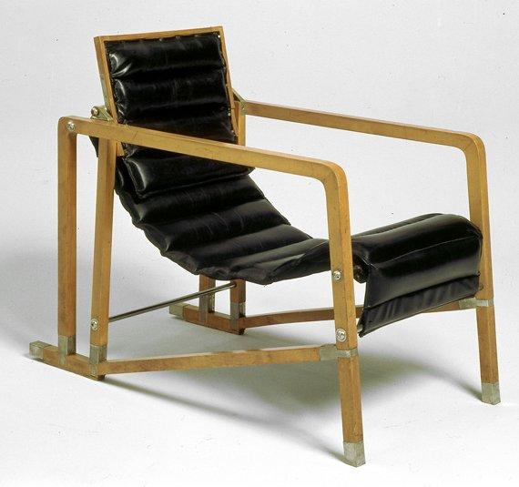 Eileen Gray, armchair, Villa E 1027, 1926. Photo: Centre Pompidou / Jean-Claude Planchet.  lounge chairs