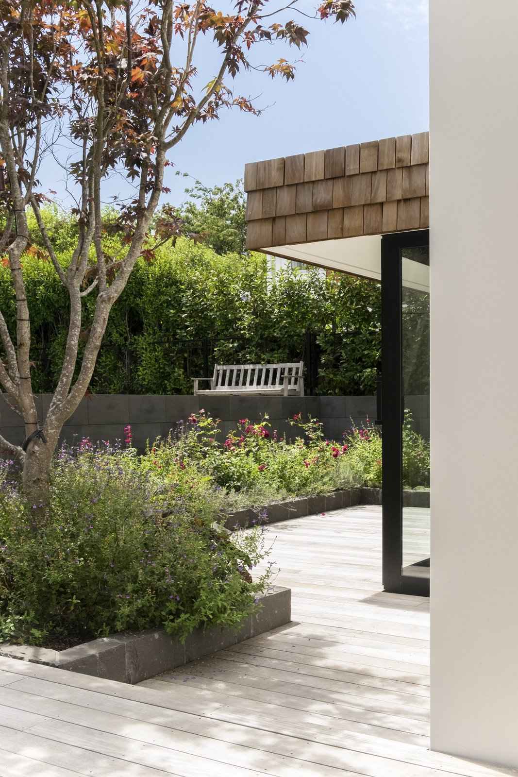 The swimming pool is articulated as another architectural volume, defining an edge of the courtyards formed between the house and pool.